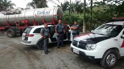 POLÍCIA MILITAR DE MIRACATU LOCALIZA PRODUTOS QUÍMICOS  DESVIADOS DE TRANSPORTADORA