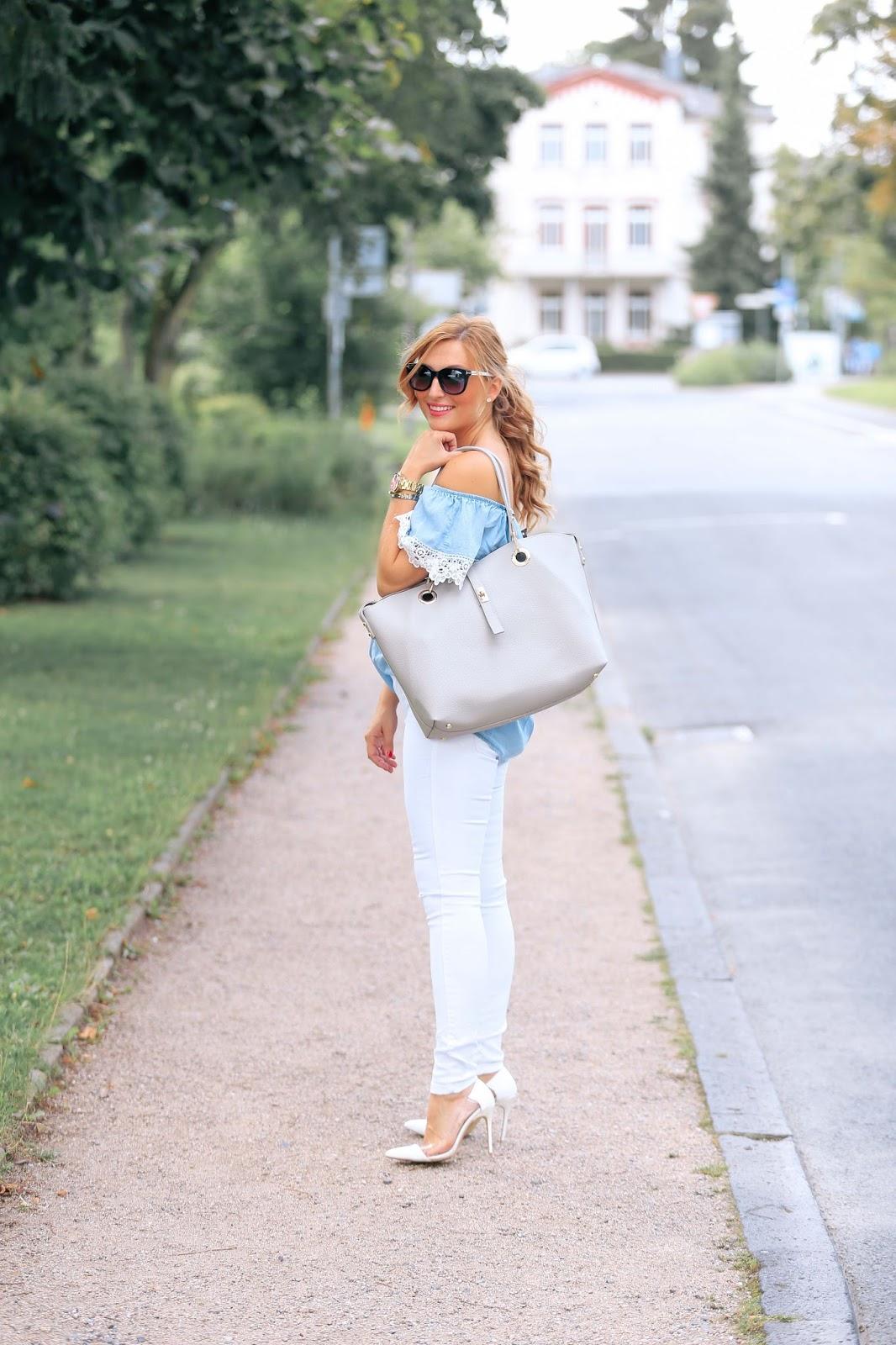 Wie-trägt-man-eine-weiße-hose-,mit-weißen-high-heels-und-off-shoulder-bluse