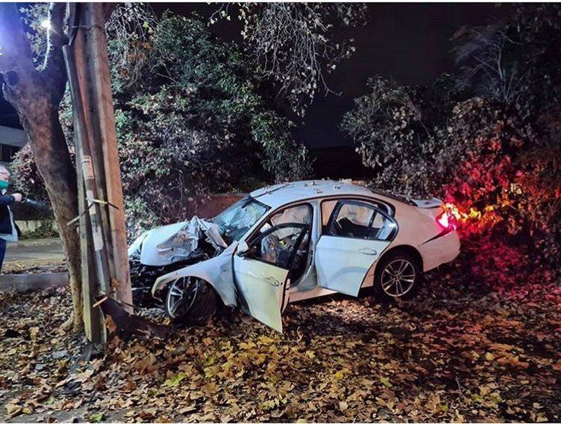 Auto incrustado en antejardín de Connie Achurra quedó a metro y medio de su cama