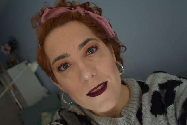 Maquillaje con eyeliner con glitter