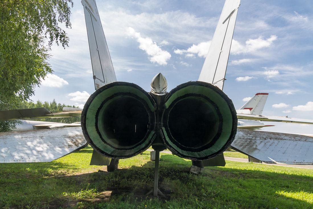 Самолёт Миг-25 вид сзади