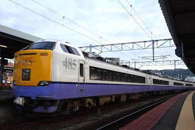 函館駅停車中のJR東日本485系3000番台特急白鳥