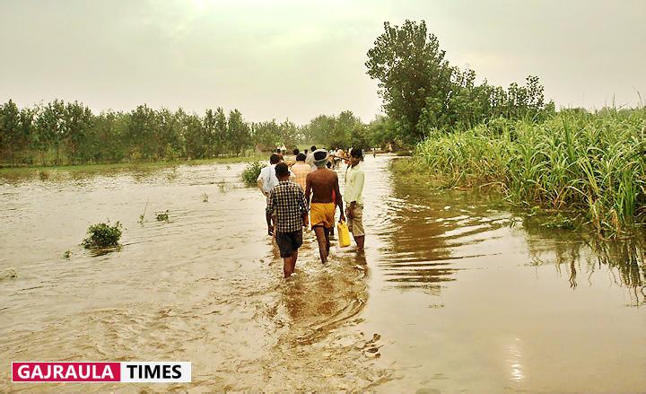 village-flood-in-amroha-ganga-khadar
