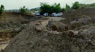 नर्मदा बचाओ आंदोलन नेत्री मेघा पाटकर एवं विधायक हीरालाल द्वारा अवैध रेत खनन को रोकने के लिए किए जा रहे प्रयास