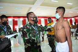 Arnold Ritiauw Pimpin Sidang Parade Catam TNI-AD di Korem Binaiya