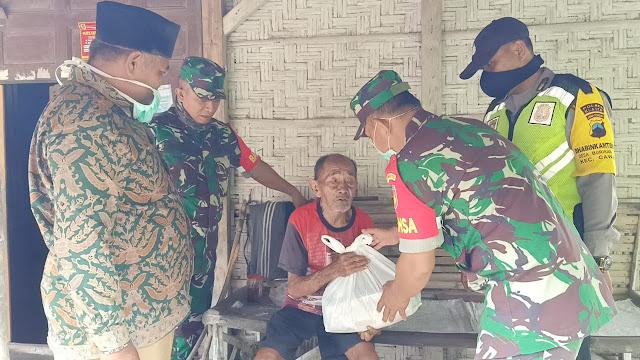 Peduli Pandemi Covid-19 Babinsa Koramil  Wonosari dan BPBD Serahkan Sembako