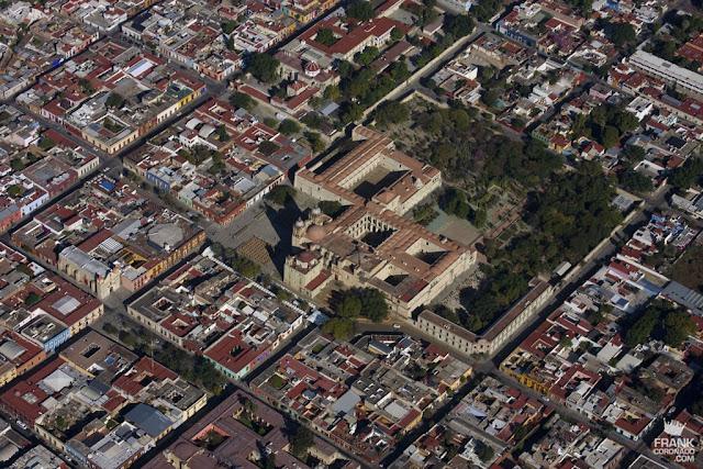 vista aerea de santo domingo y jardin etnobotanico