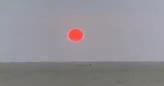 شمس باللون الدموي في سماء السعودية تثير الرعب (فيديو)
