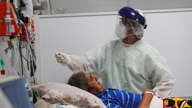 Periodista desata escándalo al celebrar en vivo mientras anunciaban cifras récord de coronavirus en Argentina
