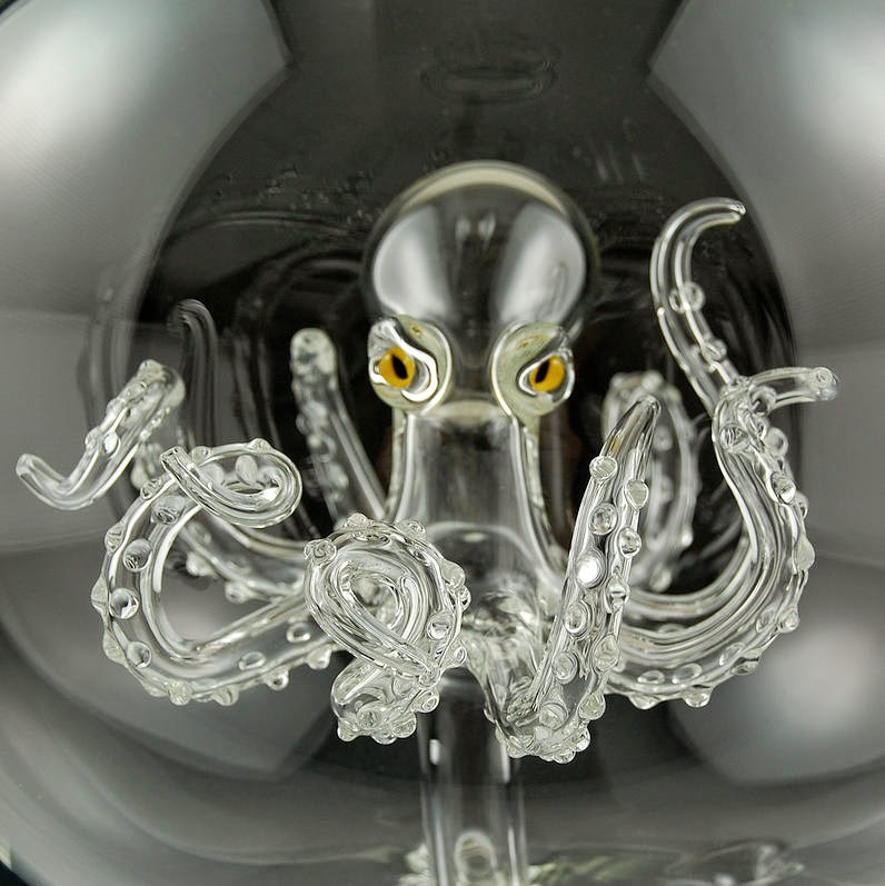 09-Octopus-Orb-Kiva-Ford-Scientific-Glassblowing-with-Miniatures-www-designstack-co
