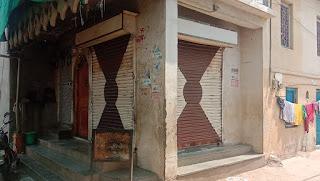 जिले में कोरोना कर्फ्यू लगा हुआ है, व्यापारियों की मुनाफाखोरी के चक्कर में आम जनता महंगाई से परेशान