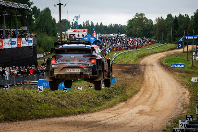 Flying Hyundai World Rally Car over jump at Rally Estonia