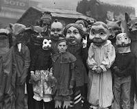 %25C2%25A9BoredPanda%2B%252812%2529 - 20 fantasias antigas de Halloween que vão te tirar o sono