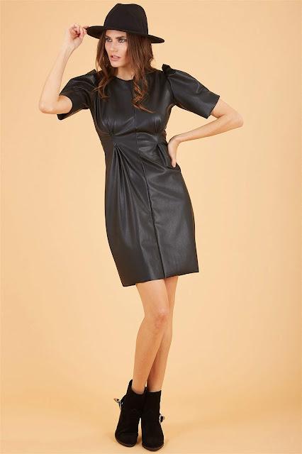 Önden Büzgülü Deri Görünümlü Siyah Mini Elbise