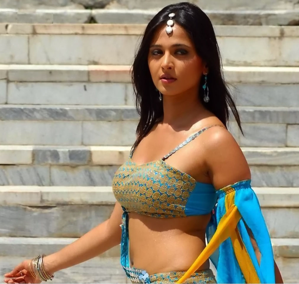 hot pics sexy, boobs kiss blouse cleavage show without bra. saree