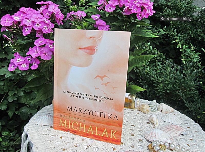 książka w ogrodzie