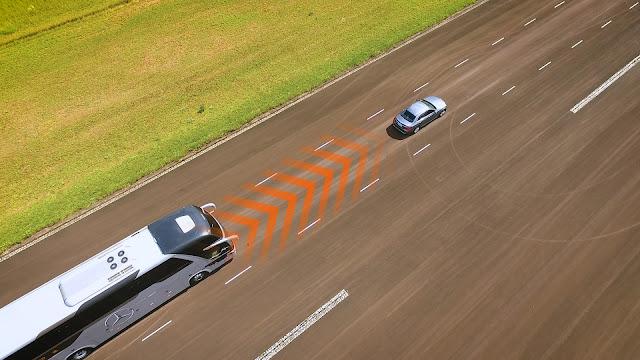 Mercedes lança ACC para ônibus rodoviários