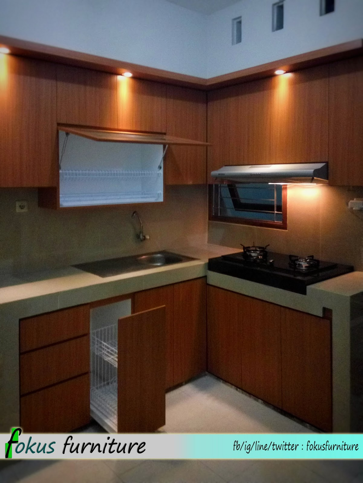 Kitchen set dan lemari bawah tangga minimalis pondok gede for Laci kitchen set