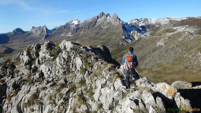 Integral a la Sierra de las Cangas, desde Viadangos de Arbas (León)