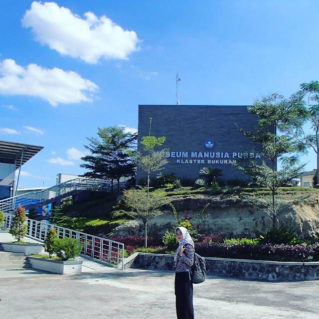 foto halaman depan museum purba sangiran