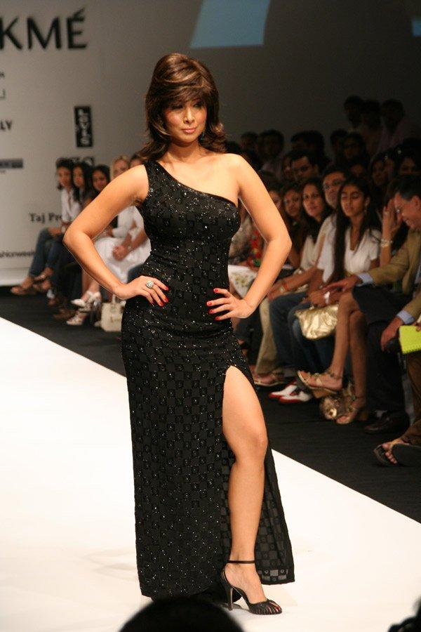 Kim Sharma Bikini Pics 35