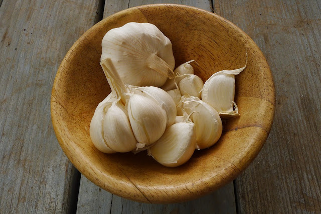 bowl of garlic