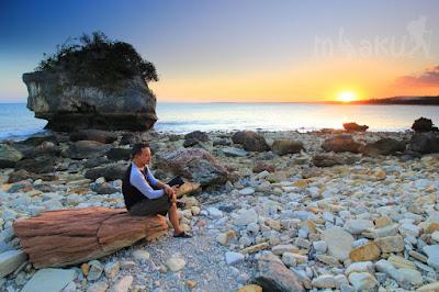 Menikmati senja di pantai Batu Burung