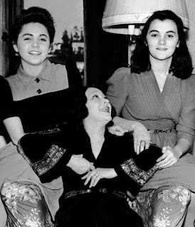 Jenny Dolly With Her Daughters