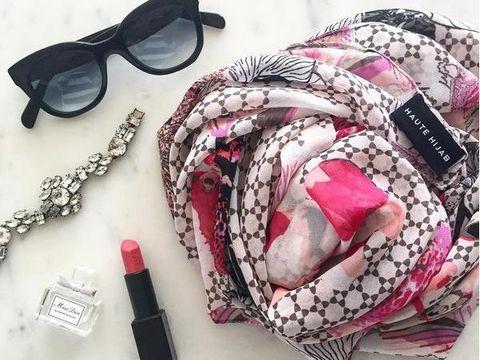 memilih bahan dasar jilbab