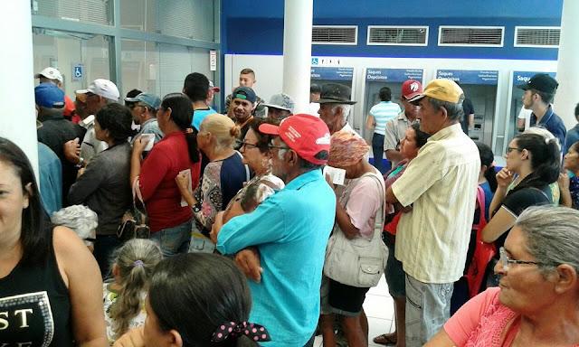 Resultado de imagem para imagens da agencia da caixa economica de santa cruz capibaribe aposentados de jatauba