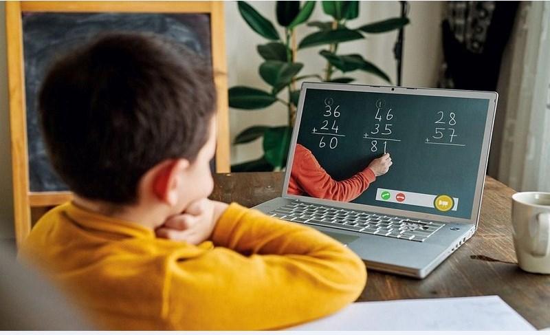 أهم 5 خرافات حول التعليم المدرسي عبر الإنترنت من رياض الأطفال إلى الصف الثاني عشر! وقد حان الوقت