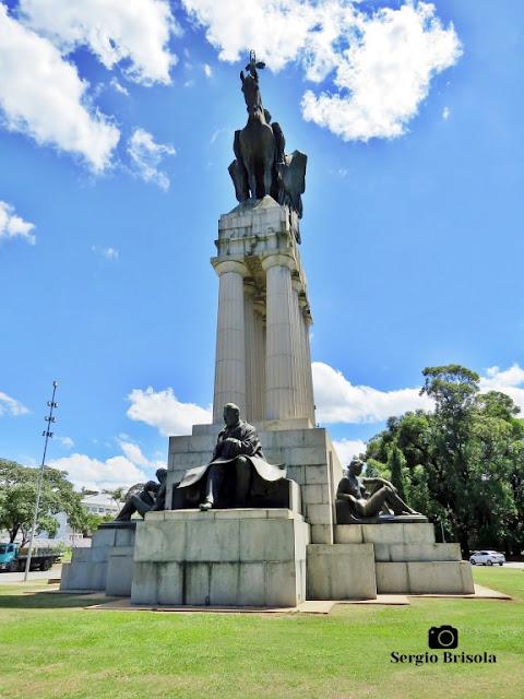 Monumento a Ramos de Azevedo (vista frontal) - Descubra Sampa