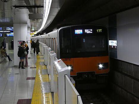 【ダイヤ改正で平日深夜限定!】東武50070系の各駅停車 新宿三丁目行き