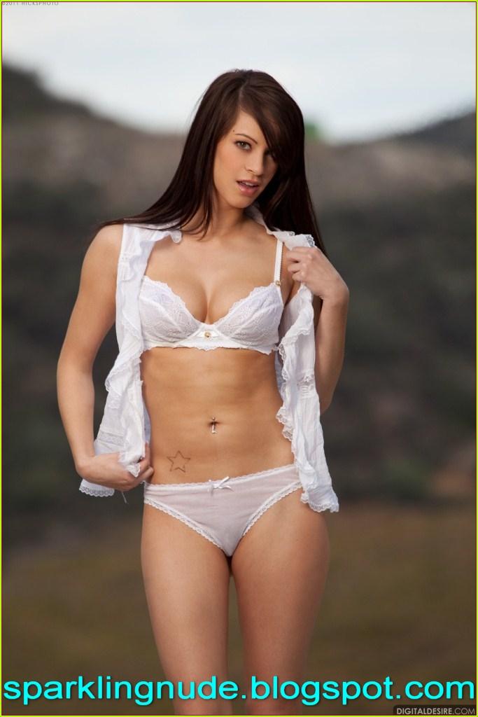 Celebrity Super Model Nude Image Png