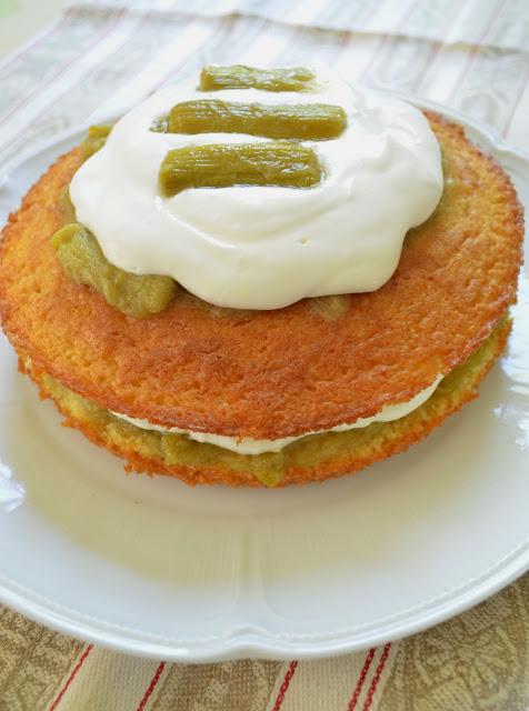 Sponge cake à la rhubarbe