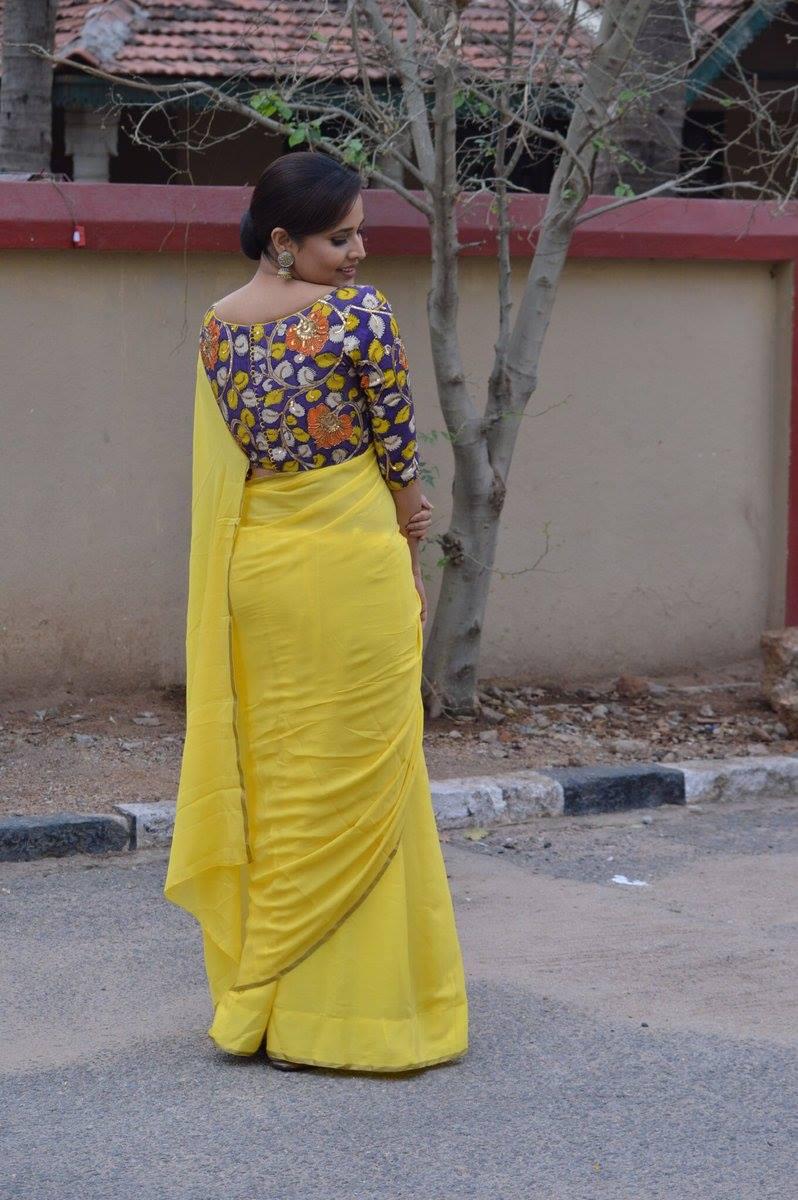 Telugu TV Anchor Anasuya Bharadwaj Navel Hip Show Photos In Yellow Saree