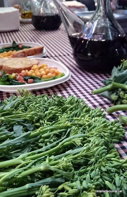 Degustació de col brotonera i cigró menut al Mercat de la Independència de Terrassa