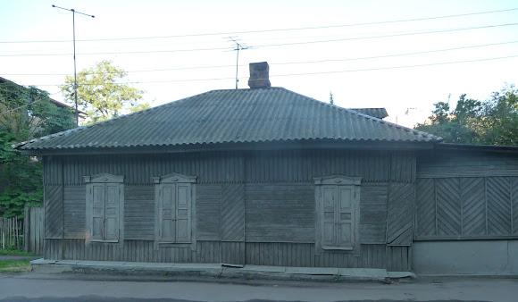 Конотоп. Дерев'яний будинок по вул. Клубній
