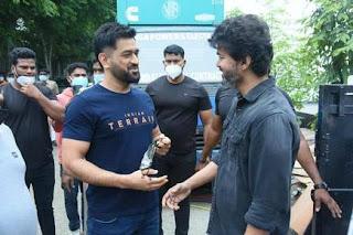dhoni-meet-tamil-actor-vijay
