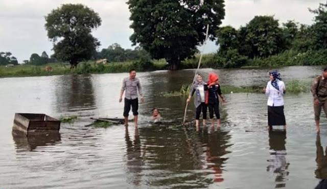 Puluhuan Jamban di Kecamatan Indralaya dibongkar