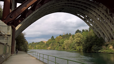 Walking on the west side of the Adda River, under the A4 Autostrada, on the way to Trezzo sull'Adda.