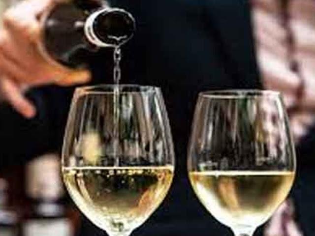 चोरी के इरादे से फ्ैलट में घुसा चोर, महंगी शराब पीकर हुआ धुत्त