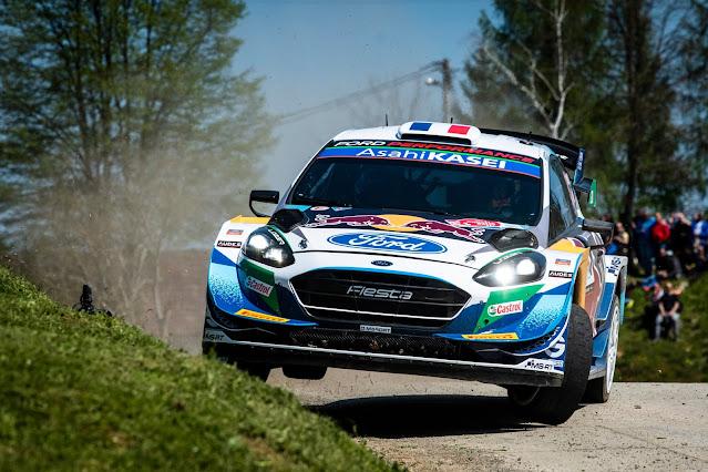 Oversteering world rally car