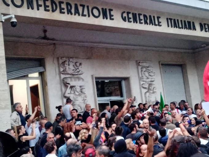 """Attacco a sede Cgil, Castellino ai poliziotti: """"Portateci da Landini o lo andiamo a prendere noi"""""""