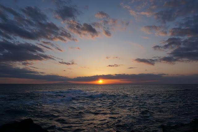 三浦海岸に沈む夕日