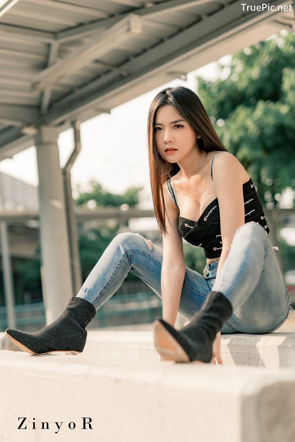 Image-Thailand-Model-Phitchamol-Srijantanet-Black-Crop-Top-and-Jean-TruePic.net- Picture-2