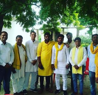 FB_IMG_1569224016114 उत्तर प्रदेश सरकार के पूर्व लघु उद्योग मंत्री बड़े भैया माननीय श्री अरविंद राजभर जी व माताजी से शिष्टाचार मुलाकात