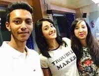 शिव्या पठानिया अपने भाई और बहन के साथ