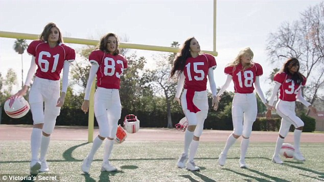 """Victoria 's Secret vuelve a la Super Bowl con """"Ángeles y Demonios"""""""