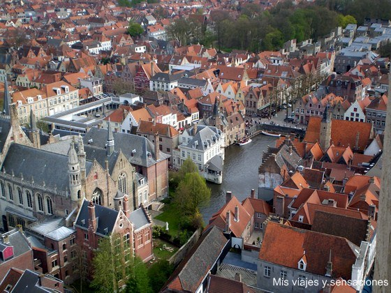 vistas desde lo alto del Campanario Belfort, Brujas, Bélgica